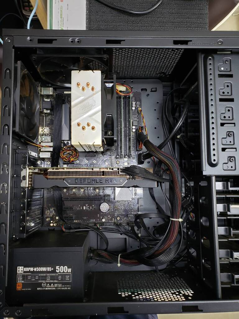 パソコン内部の全体の画像です